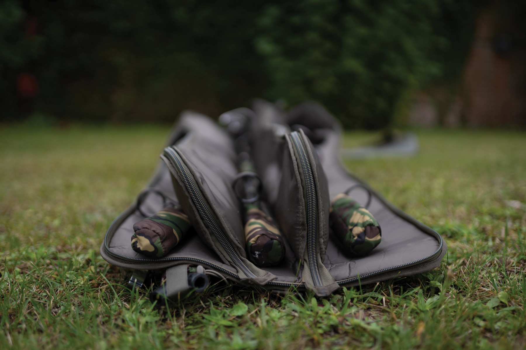 Two rods go inside padded, zipped compartments, and the other three sit either side of them