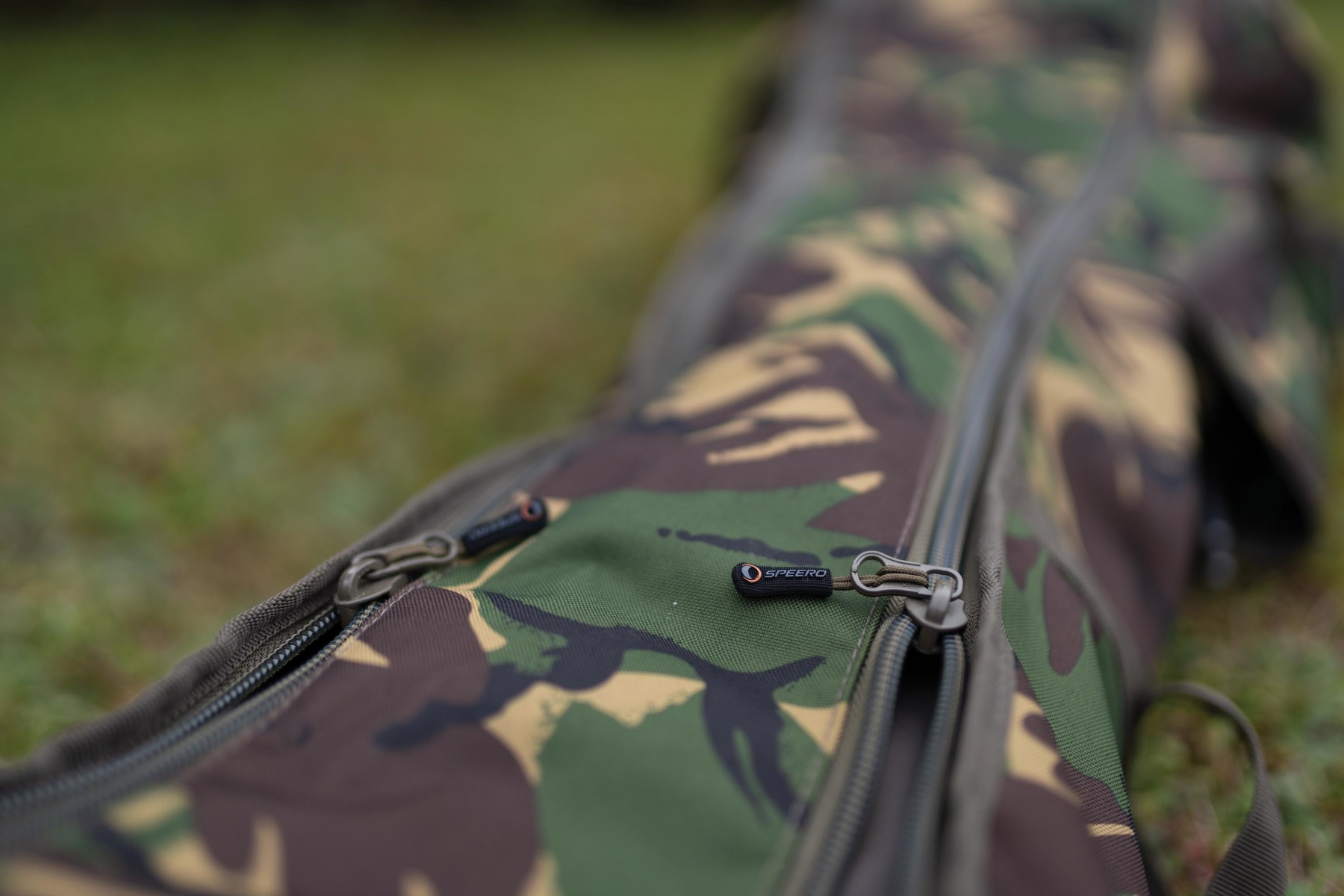 Of course it comes with the military spec zips which are used throughout the Speero range