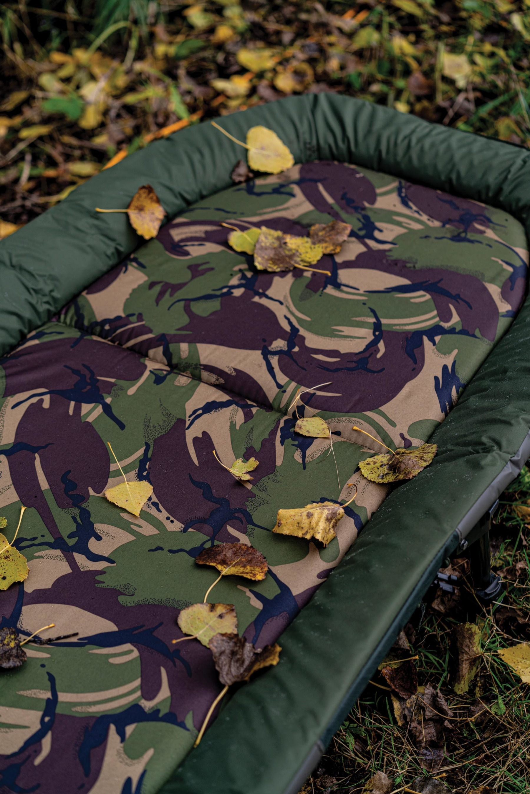 The well-padded mattress with a DPM camo main section looks great