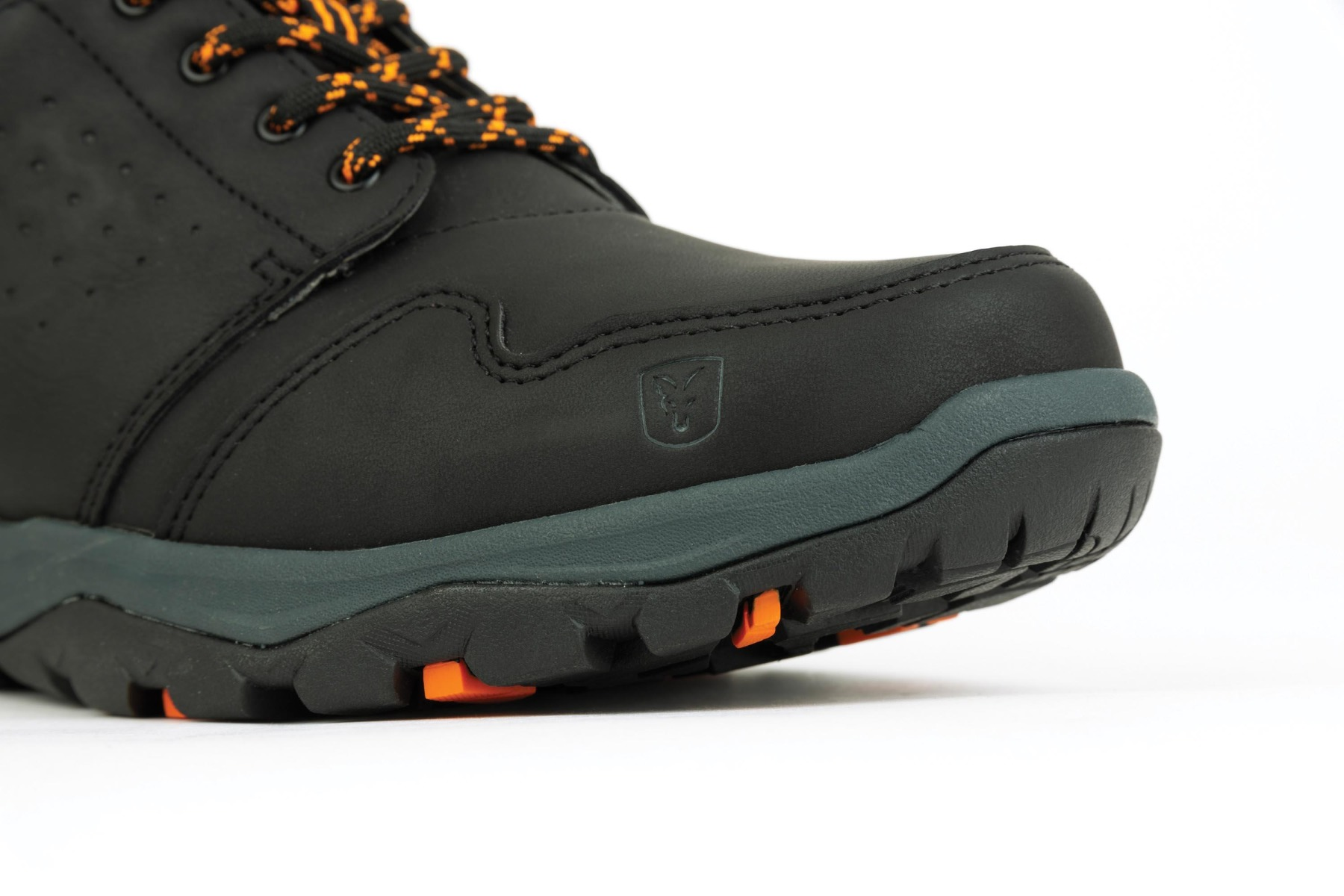 Rugged soles provides excellent grip