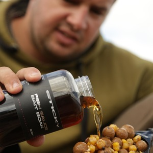 He sticks to a simple mix of boilies and corn for most of his fishing