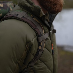 Shoulder straps with clips at waist and chest level ensure you're in for a comfy ride